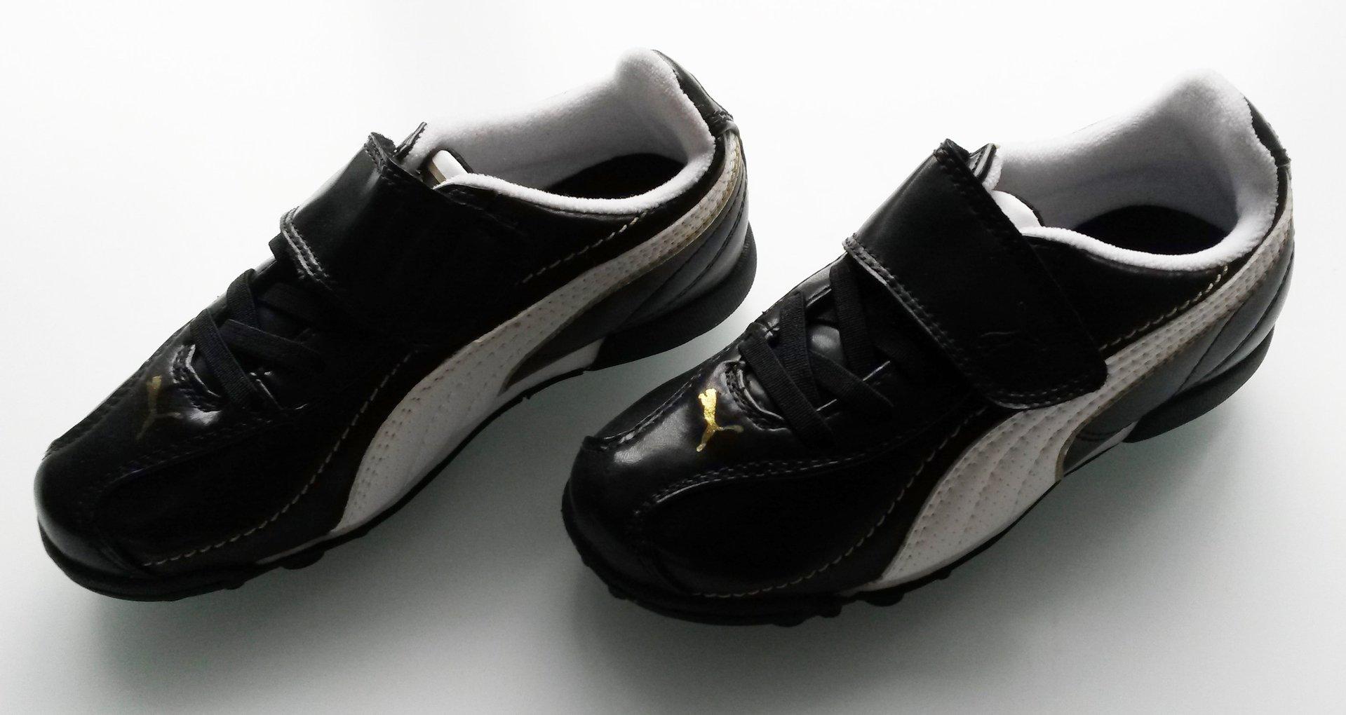 97cc97d1467498 (411) Puma Esito XL TT V JR astro football boots KIDS Size 10 BNIB